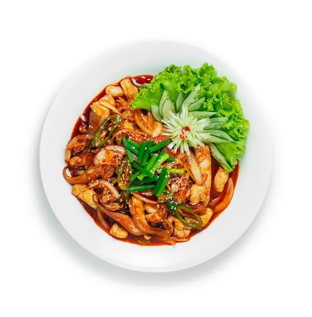 Smażona Ośmiornica Koreańska Z Pikantnym Sosem Premium Zdjęcia