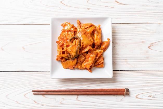 Smażona Wieprzowina Z Kimchi Premium Zdjęcia