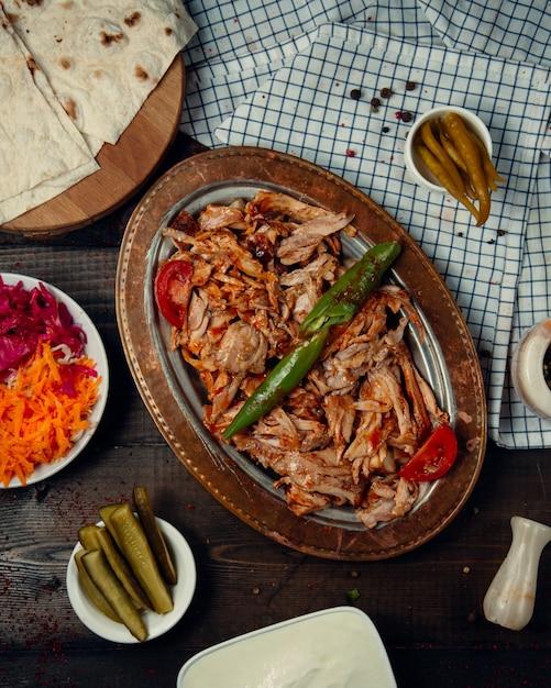 Smażone mięso z kurczaka i pieprz z keczupem Darmowe Zdjęcia