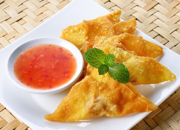 Smażone pierogi, azjatyckie jedzenie Premium Zdjęcia