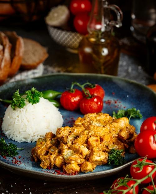 Smażony Kurczak W Sosie Z Ryżem Darmowe Zdjęcia