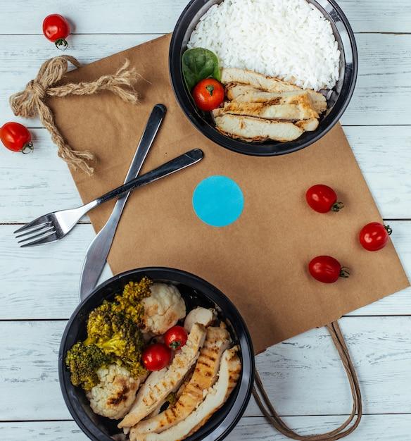 Smażony kurczak z ryżem i warzywami Darmowe Zdjęcia