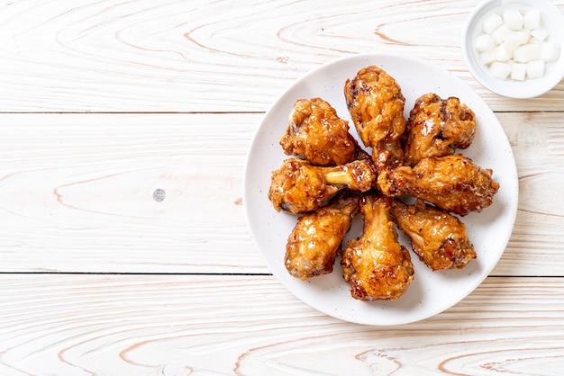 Smażony kurczak z sosem Premium Zdjęcia