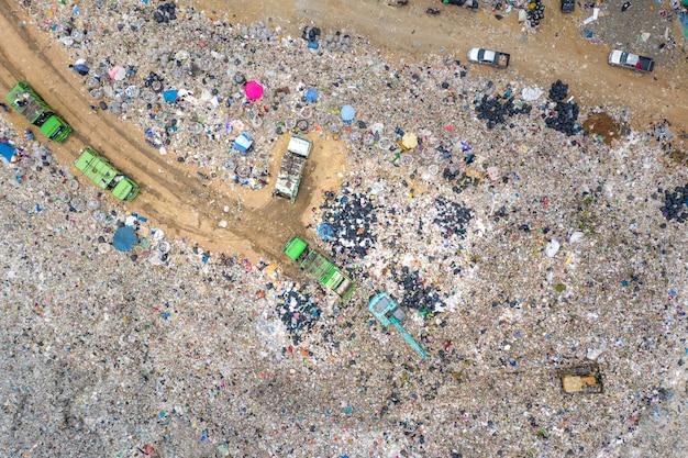 Śmieci lub odpady góra lub wysypisko śmieci Premium Zdjęcia