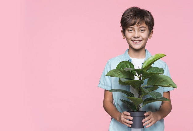 Smiley Boy Gospodarstwa Doniczka Darmowe Zdjęcia