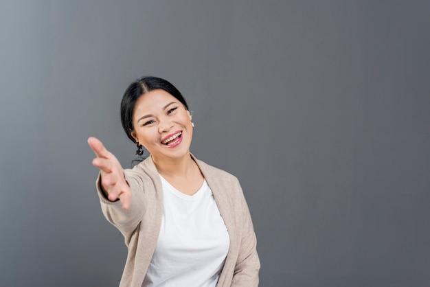Smiley Kobiet Z Miejsca Kopiowania Darmowe Zdjęcia