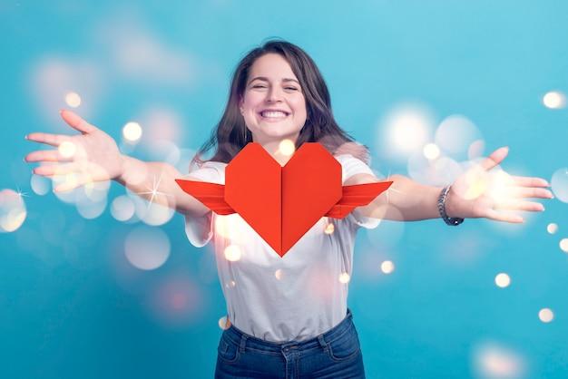 Smiley Kobieta I Serce Ze Skrzydłami Darmowe Zdjęcia