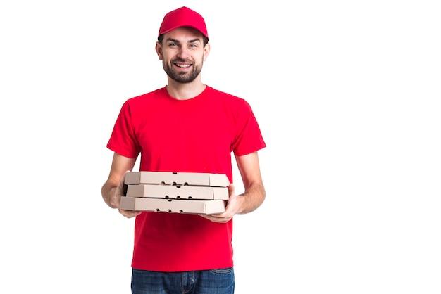 Smiley Kurier Z Czapką I Czerwoną Koszulą Gospodarstwa Pola Darmowe Zdjęcia