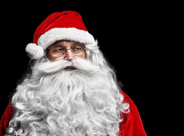 Smutny I Zmartwiony święty Mikołaj W Studio Strzał Darmowe Zdjęcia