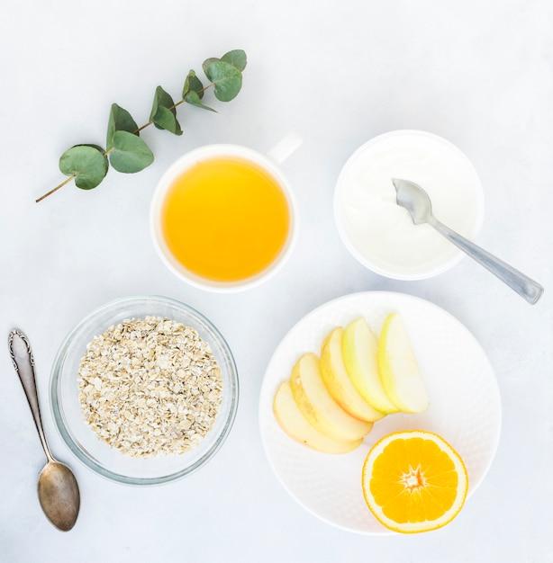 Śniadanie ze zbożami i owocami Darmowe Zdjęcia
