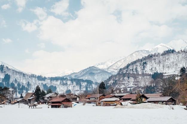 Śnieżna wioska w shirakawago, japonia Darmowe Zdjęcia