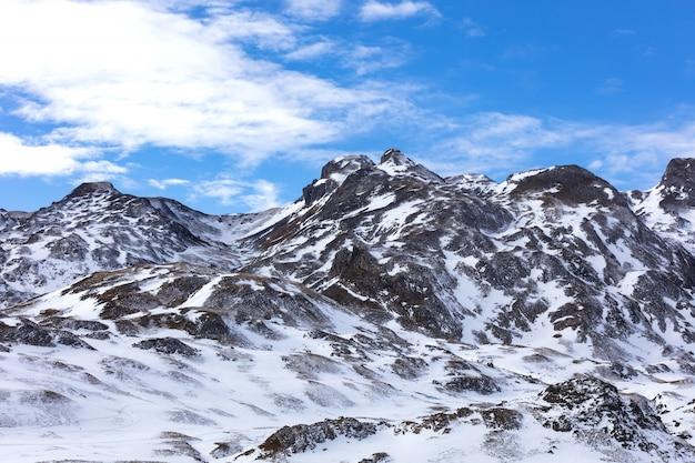 Snowy Górzysty Krajobraz Premium Zdjęcia