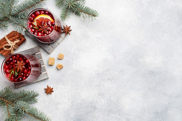 Sok żurawinowy Z Cukrem Cytrynowym I Trzcinowym. Zimowy Gorący Napój. Skopiuj Miejsce Premium Zdjęcia
