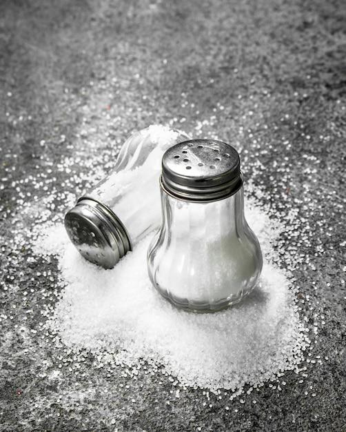 Sól W Szkle. Na Tle Rustykalnym Premium Zdjęcia