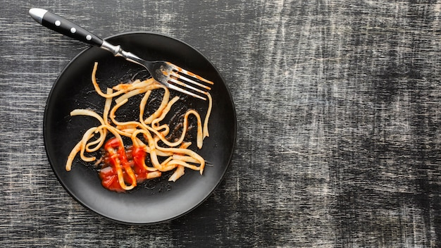 Spaghetti Z Resztek Jedzenia Na Talerzu Darmowe Zdjęcia