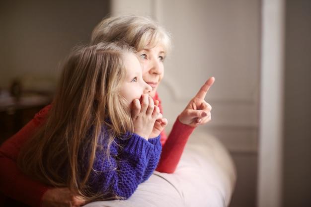Spędzanie czasu z babcią Premium Zdjęcia