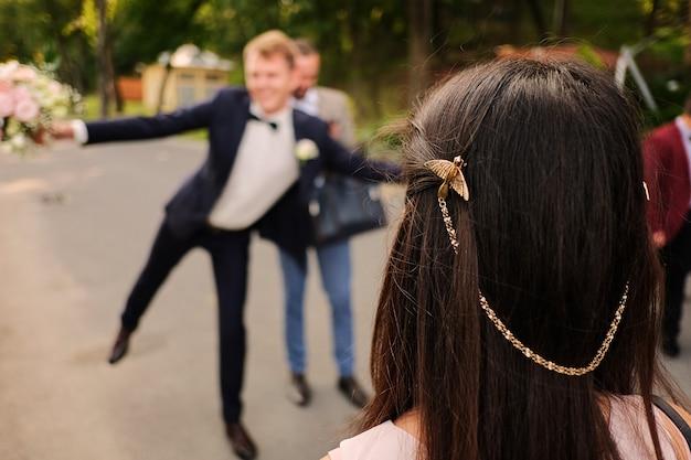 Spinka w kształcie ptaka. wesele Premium Zdjęcia