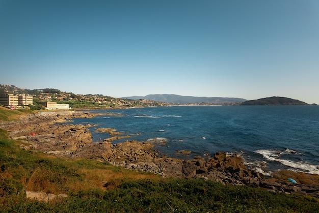 Spójrz Na Rias Baixas Rivermouth W Vigo W Galicji W Hiszpanii. Premium Zdjęcia
