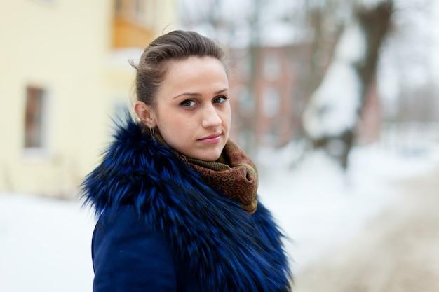 Spokojna Kobieta W Zimowym Mieście Ulica Darmowe Zdjęcia
