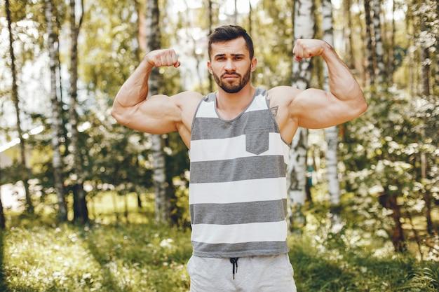Sport człowiek w parku rano lato Darmowe Zdjęcia