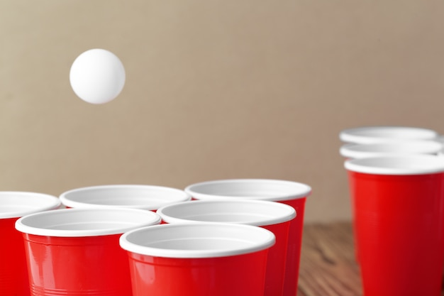 Sport Na Imprezach Studenckich. Pong Do Piwa Premium Zdjęcia