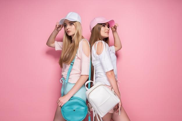 Sportowe Kobiety Z Torbami Premium Zdjęcia
