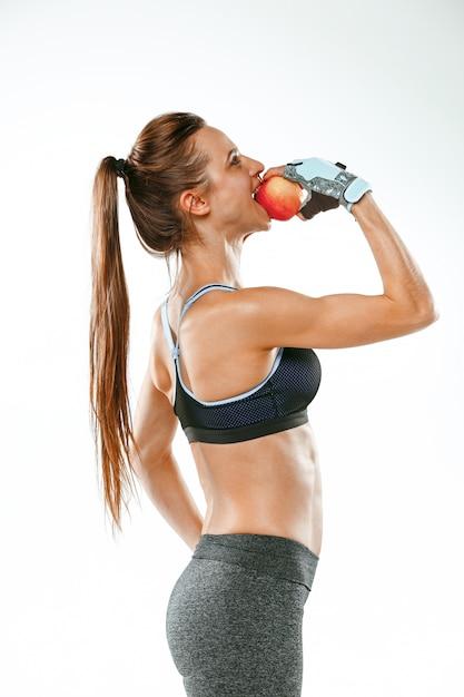 Sportowiec Mięśni Młoda Kobieta Na Białym Tle Darmowe Zdjęcia