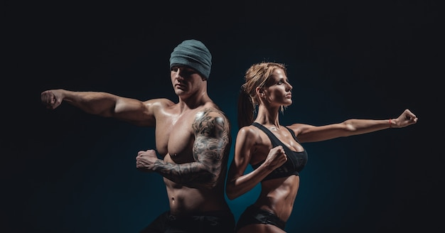 Sportowy mężczyzna i kobieta Premium Zdjęcia