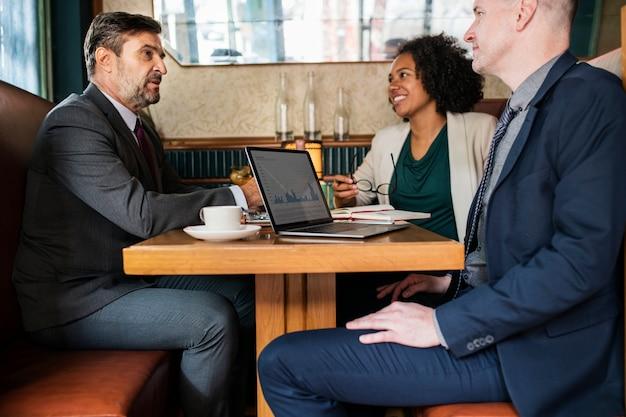 Spotkanie biznesowe w kawiarni Darmowe Zdjęcia
