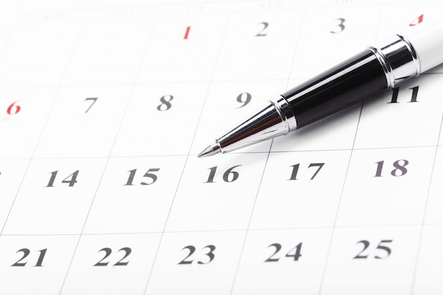 Sprawdź daty w koncepcji kalendarza biznesowego Premium Zdjęcia