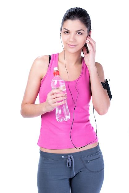 Sprawności Fizycznej Kobiety Woda Pitna I Słuchanie Muzyka. Premium Zdjęcia