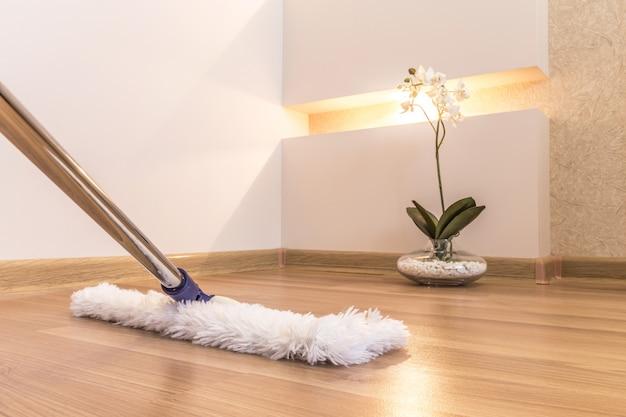 Sprzątanie w domu Premium Zdjęcia
