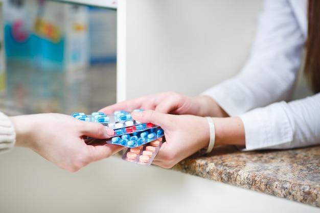 Sprzedaż Leków W Sieci Detalicznej Aptek Premium Zdjęcia