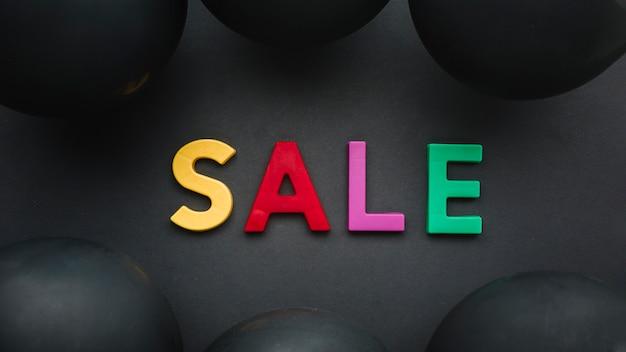 Sprzedaży kolorowy pojęcie na czarnym tle Darmowe Zdjęcia
