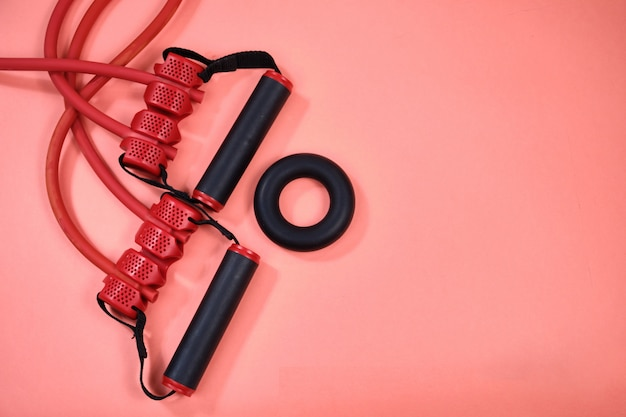 Sprzęt Fitness, Gumowy Ekspander Z Czarnymi Uchwytami. Premium Zdjęcia
