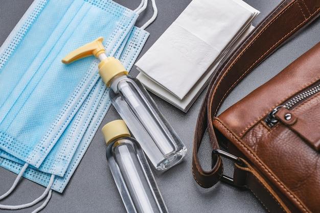 Sprzęt Ochronny, Maski Medyczne, środek Antyseptyczny W Butelkach, Chusteczki Bakteriobójcze. Premium Zdjęcia