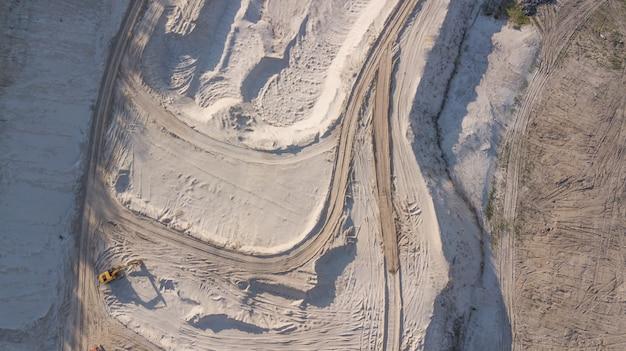 Spychacz w kamieniołomie piasku Premium Zdjęcia