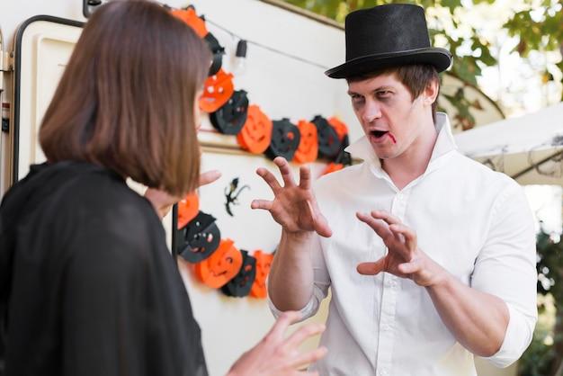 Średnio Strzał Para Zdarzenie Halloween Darmowe Zdjęcia