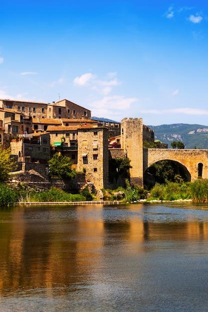 Średniowieczne Miasto Nad Brzegiem Rzeki Darmowe Zdjęcia