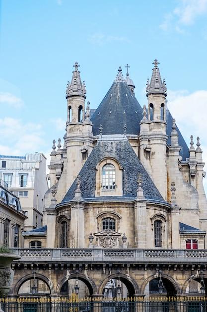 Średniowieczny zamek w centrum paryża Premium Zdjęcia