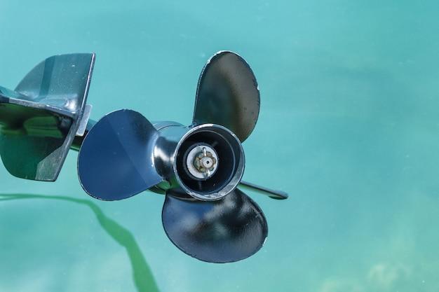 Śruba łodzi Motorowej Nad Wodą Premium Zdjęcia