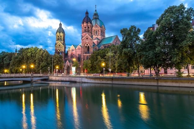 St. Lukas Różowy Kościół Monachium Premium Zdjęcia