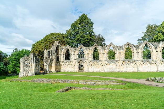 St. Mary's Abbey, Muzealny Ogród W Yorku, Anglia Premium Zdjęcia