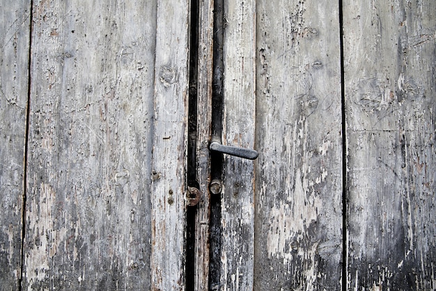 Stara Drzwiowa Ośniedziała Rękojeść I Keyhole, Włochy Premium Zdjęcia