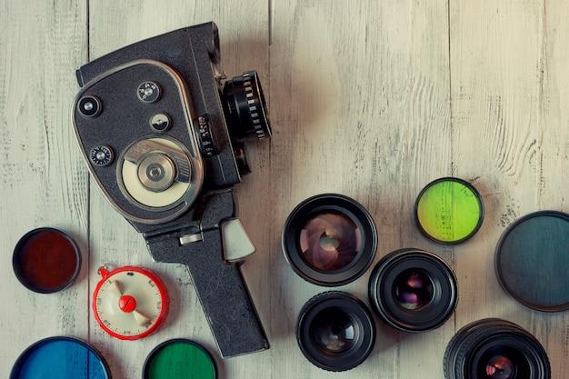 Stara kamera filmowa i kilka obiektywów Premium Zdjęcia