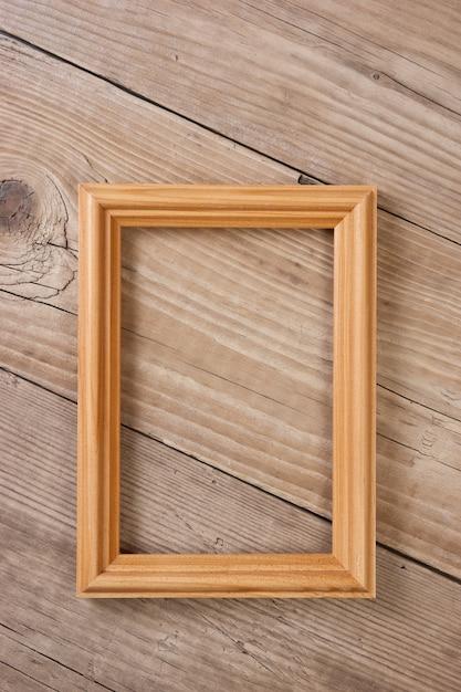 Stara Ramka Na Zdjęcia Na Drewnianym Tle Premium Zdjęcia