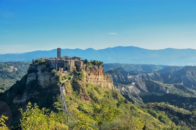 Stare Miasto Civita Di Bagnoregio We Włoszech Premium Zdjęcia