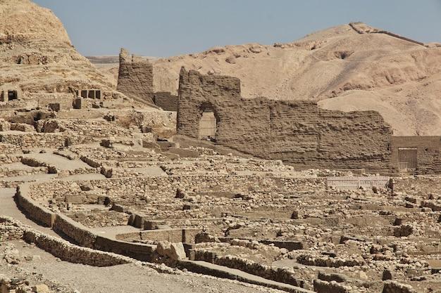 Starożytna Nekropolia Dolina Rzemieślników W Luksorze, Egipt Premium Zdjęcia