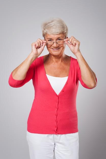 Starsza Kobieta Potrzebuje Nowych Okularów Darmowe Zdjęcia