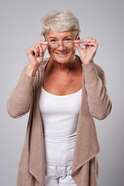 Starsza Kobieta W Nowych Okularach Darmowe Zdjęcia